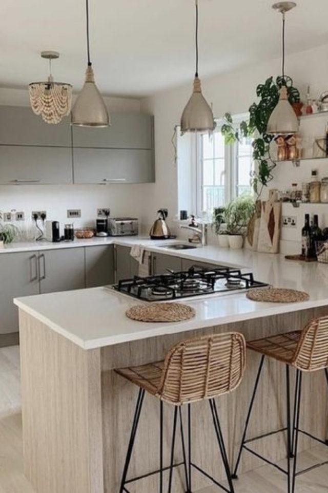 solution cuisine trop sombre ilot bois blanc fenetre mobilier couleur vert clair moderne nature