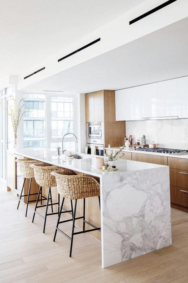 solution cuisine trop sombre ilot marbre bois blanc longueur