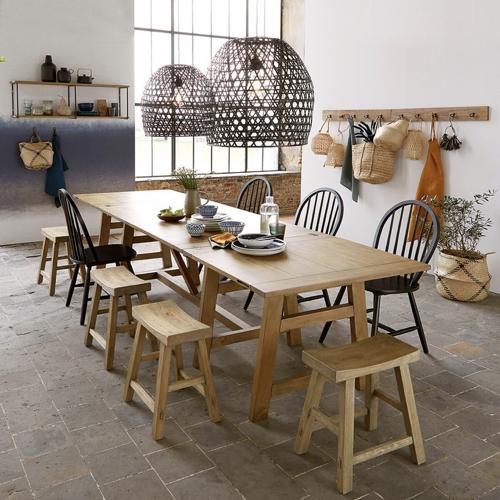 tendance deco hygge chaleureuse table familiale en bois