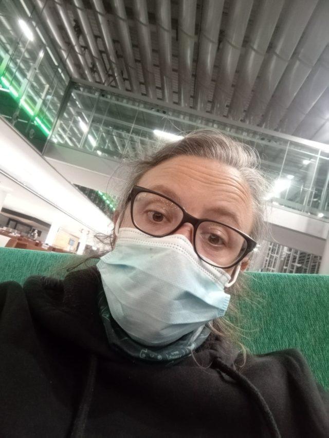 voyager nomade paris aeroport masque fatigue transit CDG