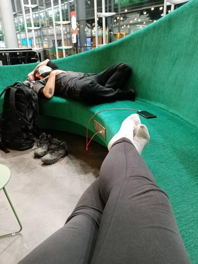 voyager nomade paris aeroport banquette confort zone internationale CDG transit escale