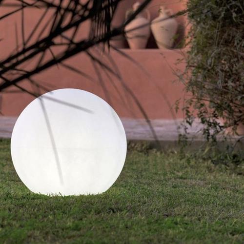 accessoire decoration jardin exterieur moderne lampe forme boule à poser gazon