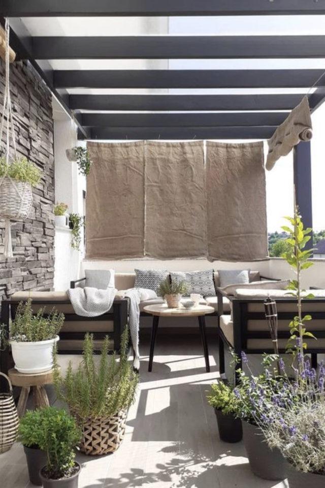 amenagement balcon confort exemple grand balcon extérieur terrasse pergola salon de jardin canapé