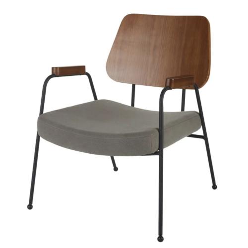 amenagement chambre petit bureau fauteuil bois foncé et tissus gris style mid century modern