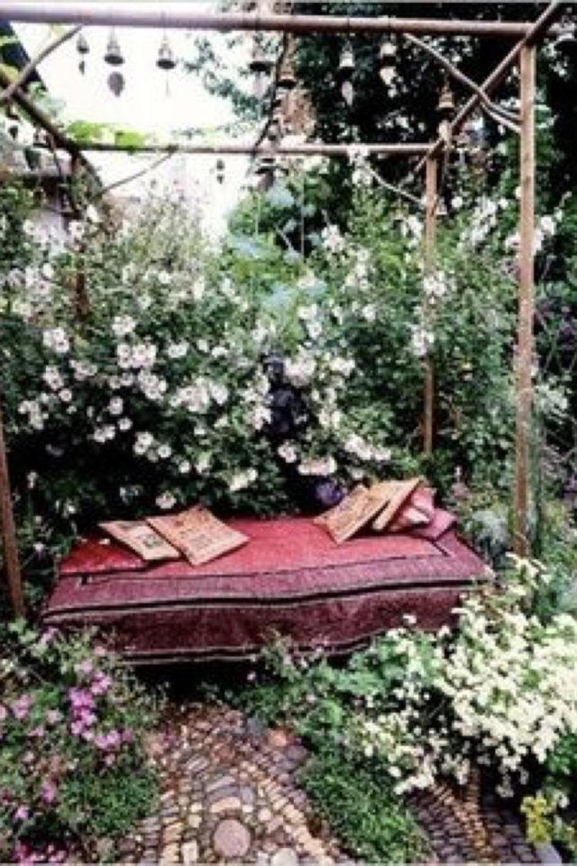 amenagement jardin ete sieste plantes fleur bohème coussin