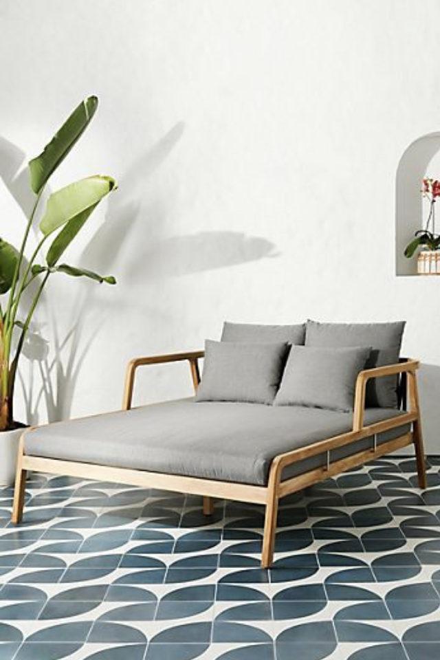 amenagement jardin ete sieste daybed outdoor lit extérieur bois et gris