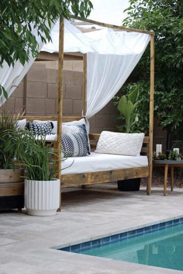 amenagement jardin ete sieste daybed lit à baldaquin extérieur