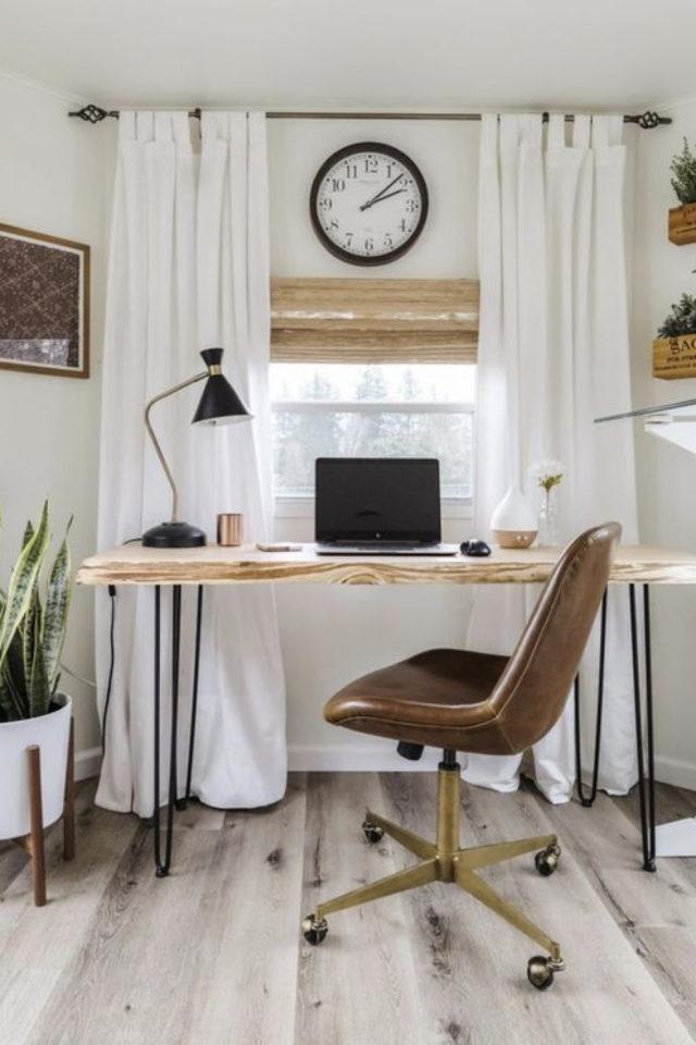 bien chez soi bureau chambre exemple petit meuble discret face à la fenêtre