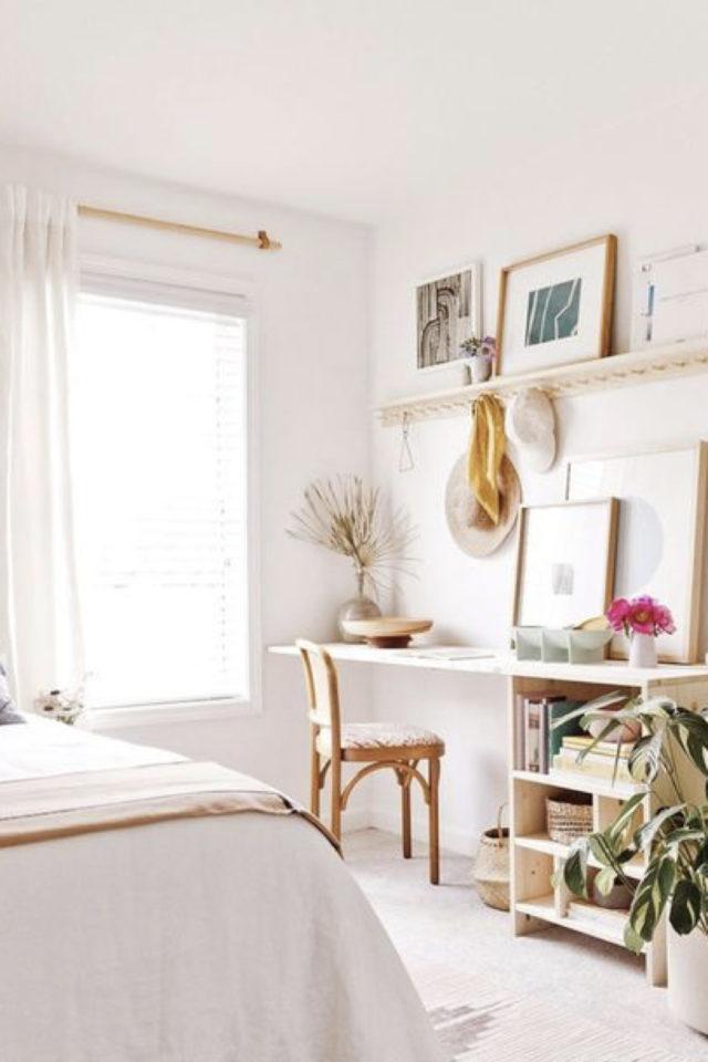 bien chez soi bureau chambre exemple ambiance féminine et lumineuse moderne angle dos au lit