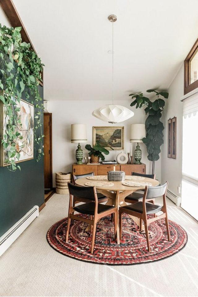 comment choisir table salle a manger moderne peinture verte table ronde bois fauteuil vintage tapis persan rond