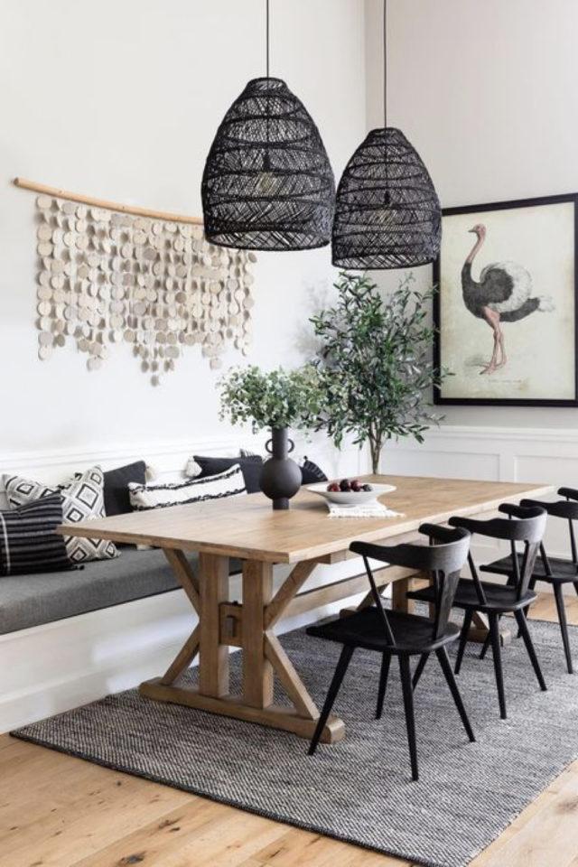 comment choisir table salle a manger familial rectangulaire bois banquette et chaises noire luminaire suspension naturelle