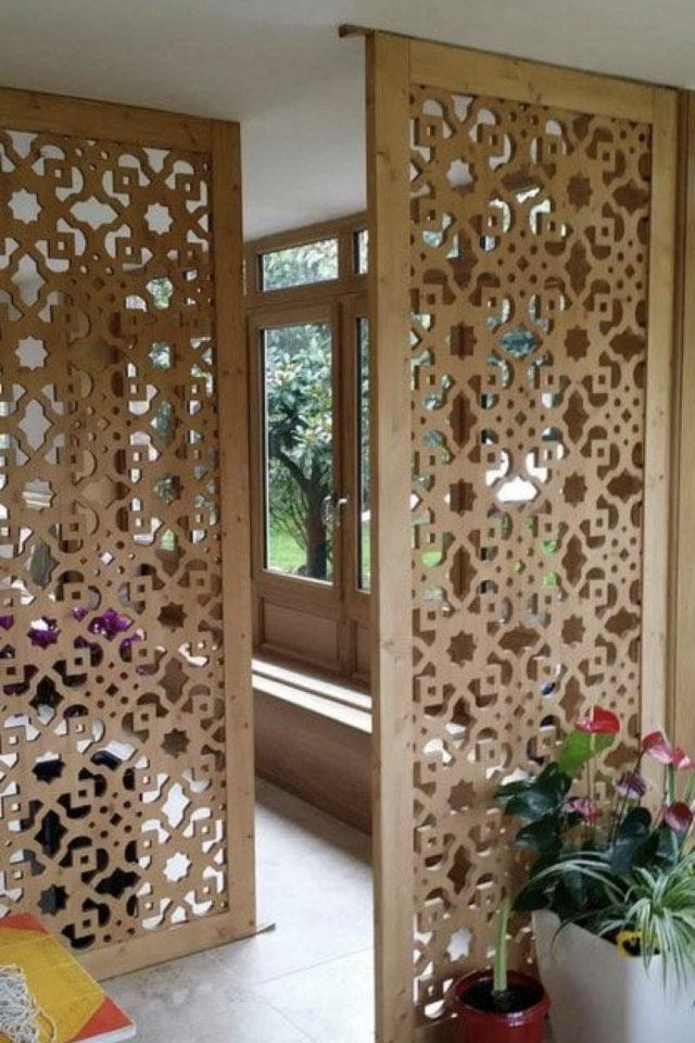 conseil deco amenagement claustras interieur bois moderne motif moucharabieh fleur