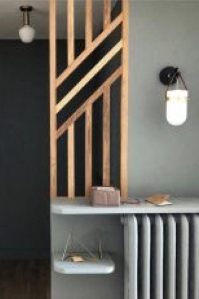 conseil deco amenagement claustras interieur soubassement radiateur peintue vert sauge moderne et tasseaux bois naturel