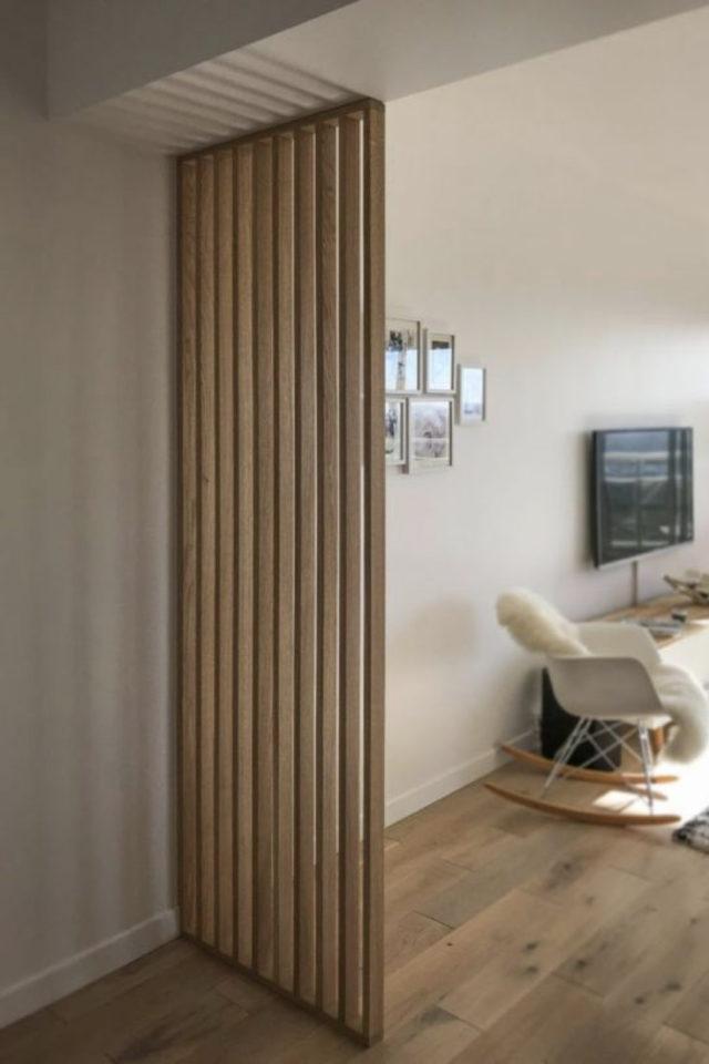 conseil deco amenagement claustras interieur salon tasseau bois naturel séparation entrée