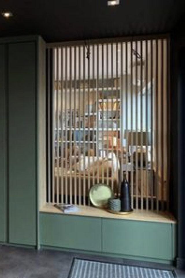 conseil deco amenagement claustras interieur entrée couloir cloison mobilier sur mesure vert
