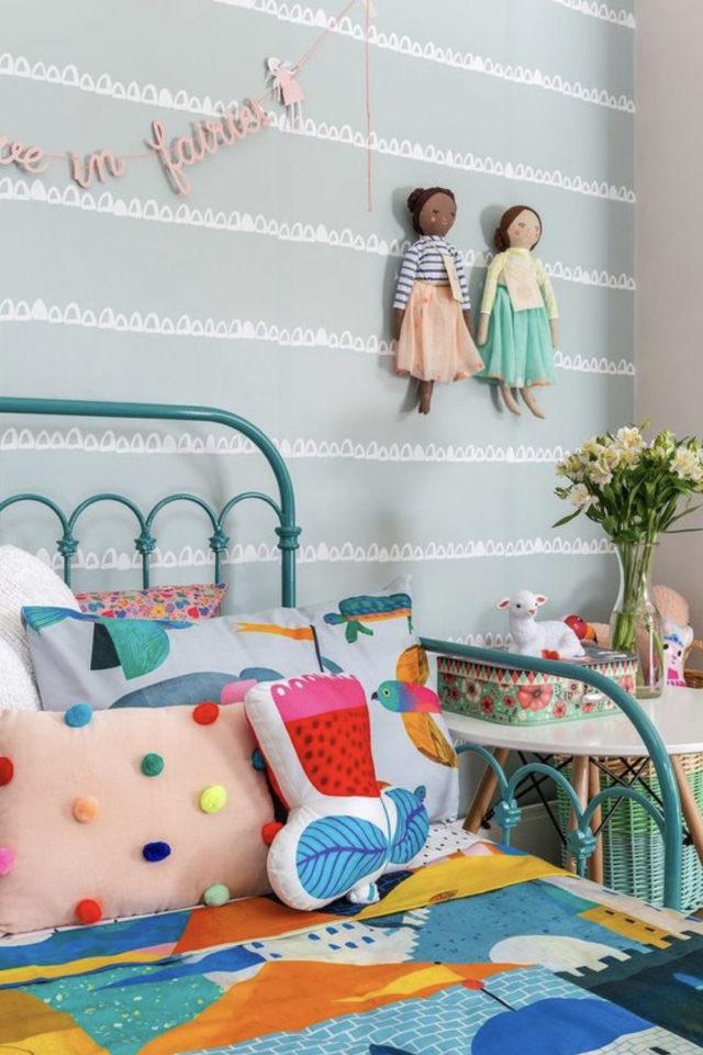 decoration pompon colore exemple coussin petit détail chambre enfant pas cher
