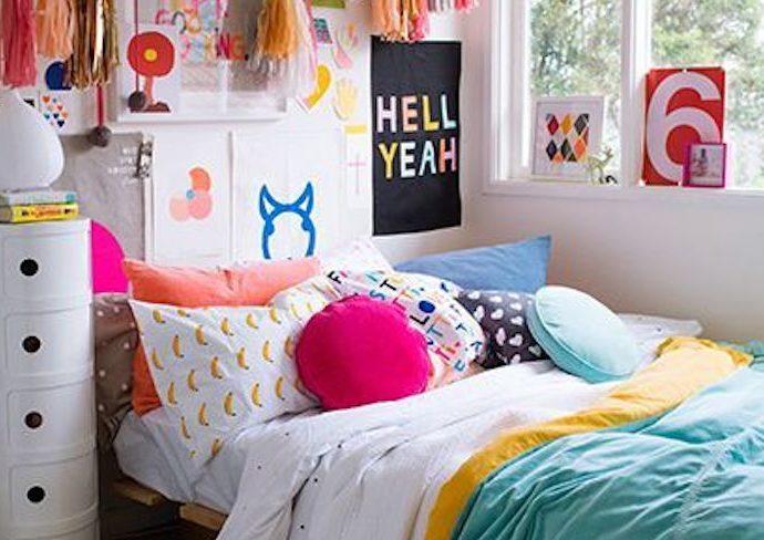 exemple deco petite chambre ado couleur affiche poster fille adolescente