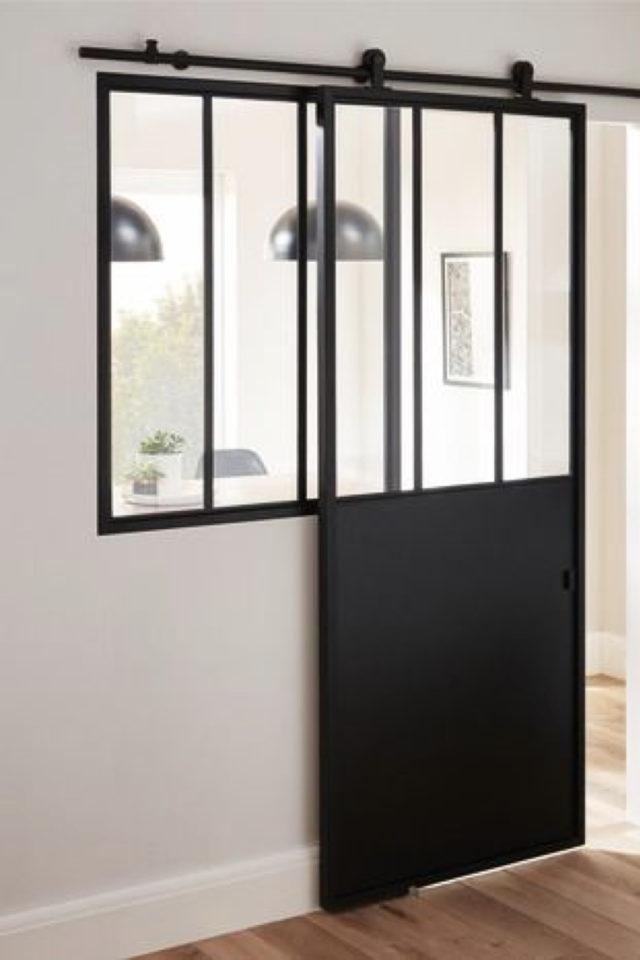 exemple porte vitree elegante coulissante style atelier industriel mélange métal et verre