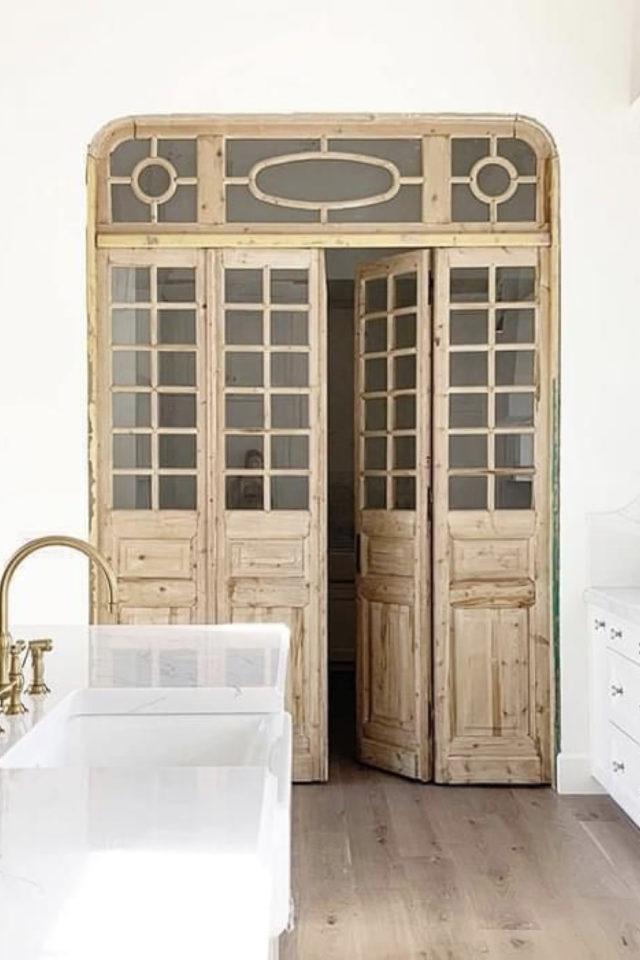exemple porte vitree elegante classique bois et verre petit carreaux chaleureux et sobre