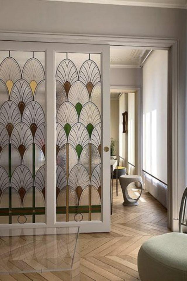 exemple porte vitree elegante style ancien vitraux motif art nouveau art déco coulissante cloison