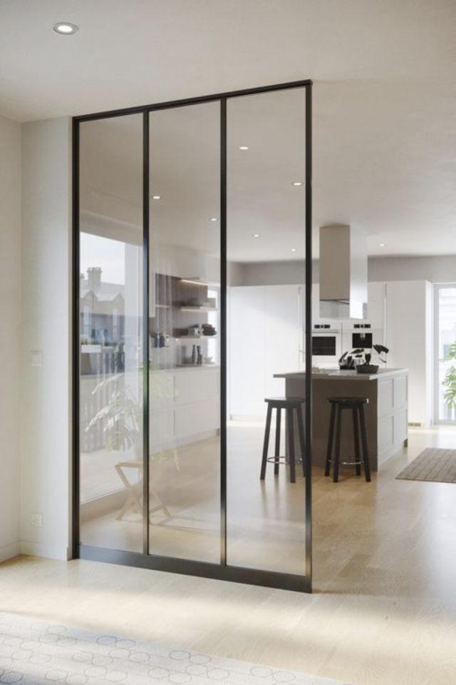 grand mur vitre cuisine moderne cloison vitrée structure verticale grand pan vitré