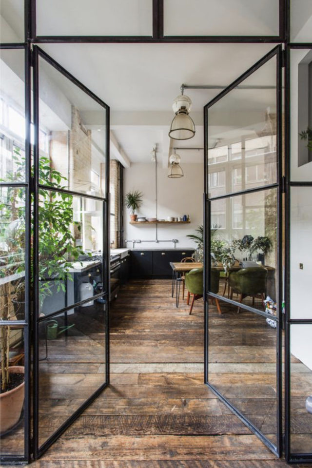 grand mur vitre cuisine moderne porte et cloison vitrée élégante et actuelle