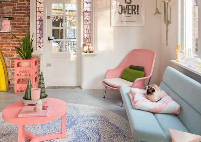 happy small living petit salon pastel blanc charmant moderne