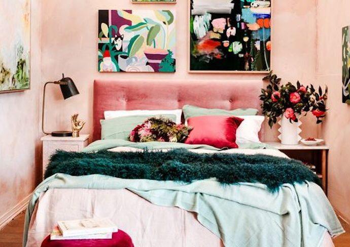 happy small living petite chambre rose élégante féminine moderne adulte