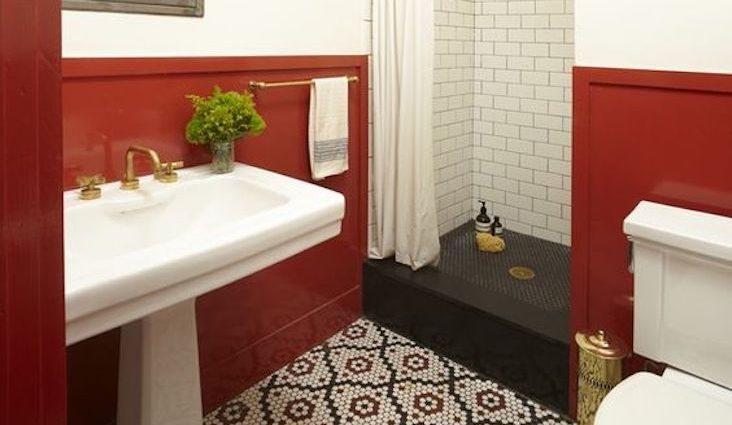 happy small living salle de bain retro classique chic soubassement mosaique douche agencement idée déco petit logement