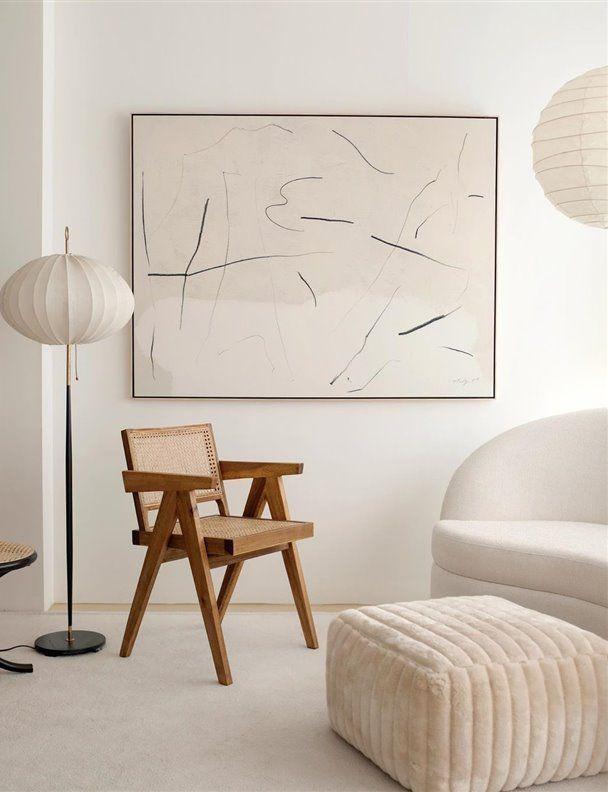 interieur minimaliste chaleureux exemple espace salon couleur écru beige épuré chaise en bois