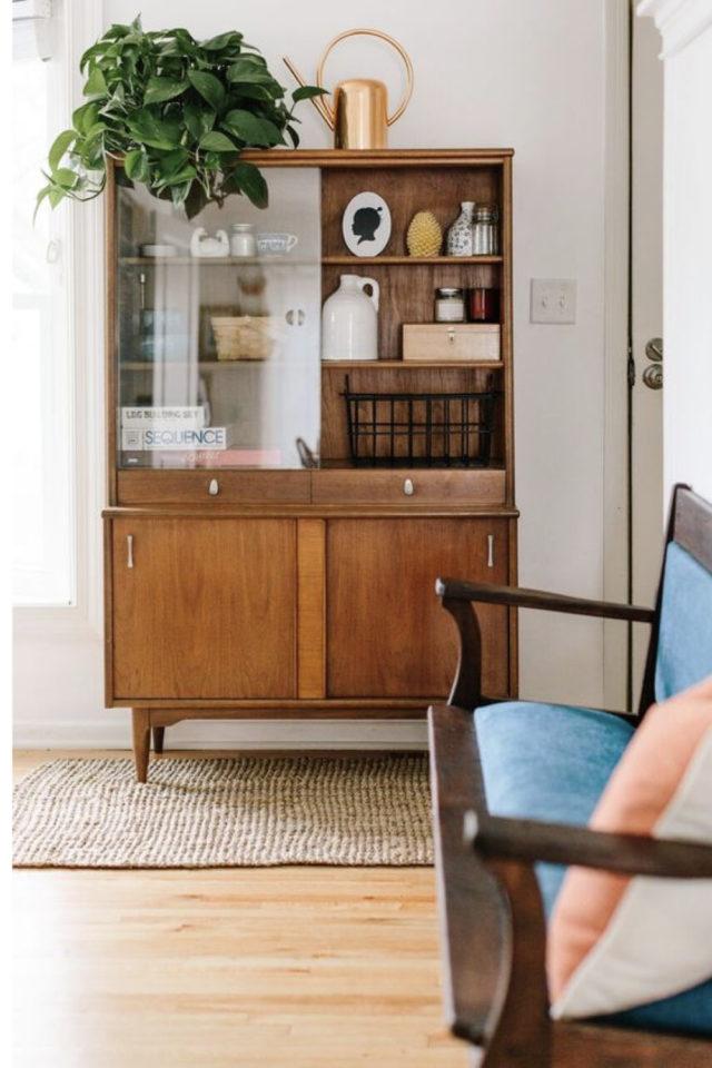 meuble annees 50 salon exemple bibliothèque vitrine porte coulissante séjour