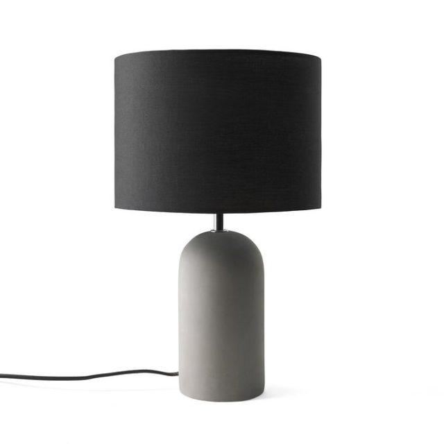 meuble deco minimaliste et chaleureux lampe à poser épurée moderne béton abat-jour noir