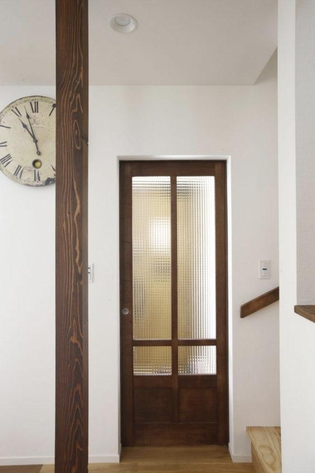 porte vitree interieure moderne exemple bois verre couloir intimité simplicité
