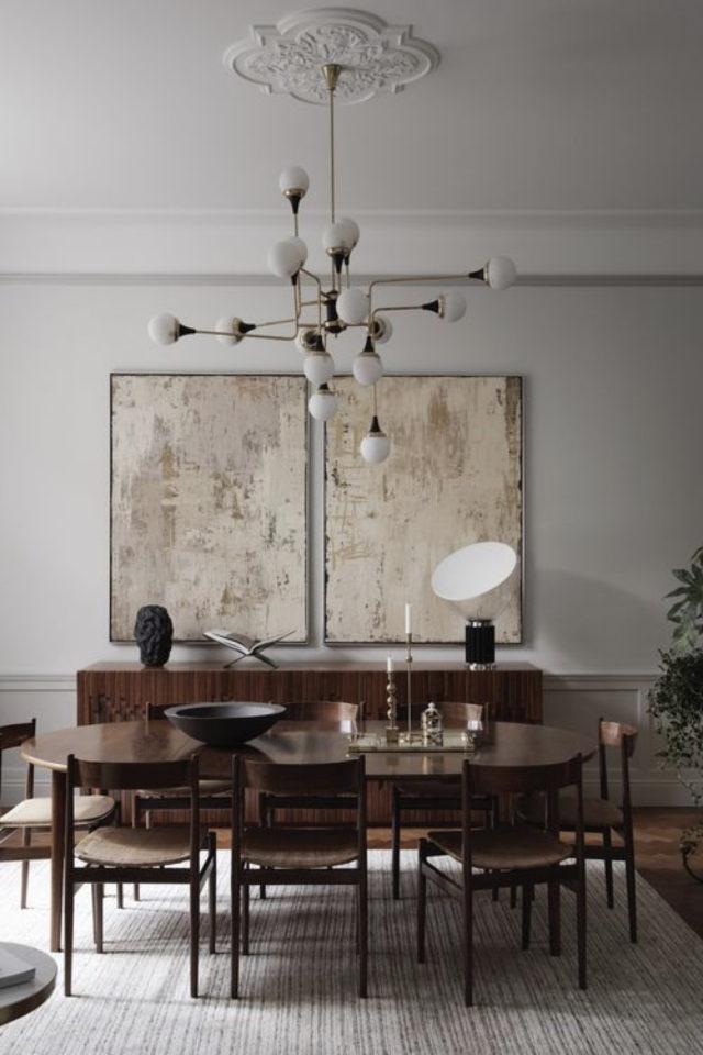 salle a manger decoration masculine exemple décor vintage et étégant table ovale bois chaises rétro luminaire opale et laiton 2 tableaux au dessus du buffet