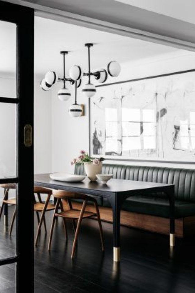 salle a manger decoration masculine exemple banquette en cuir noir élégante table noir et chaise rétro