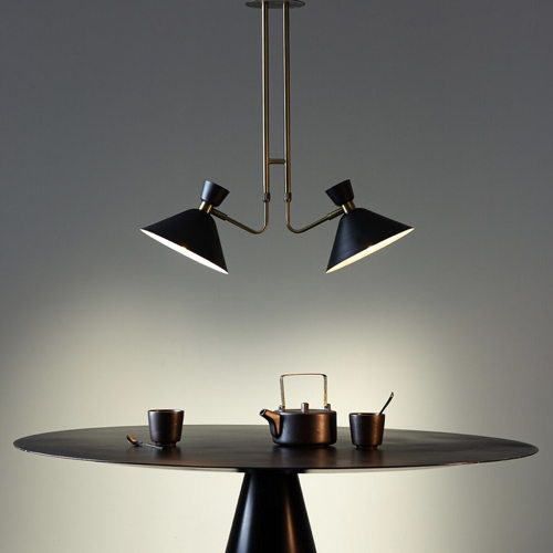 salle a manger masculine meuble deco luminaire double noir et laiton vieilli style industriel chic