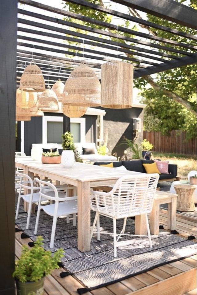 salon de jardin moderne exemple grande table repas bois extérieur convivialité