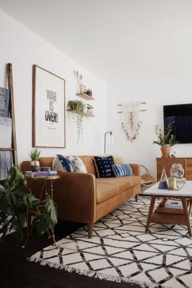 salon sejour vintage exemple canapé cuir tapis berbère table basse rétro