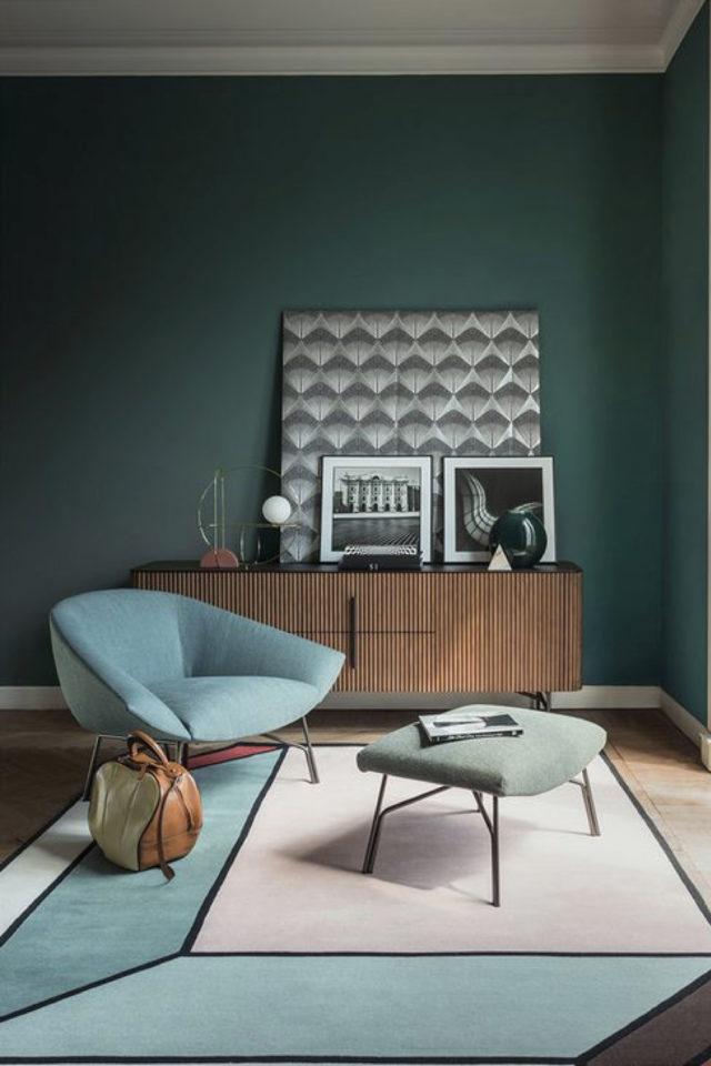 salon sejour vintage exemple enfilade bois rétro peinture vert sapin fauteuil ancien