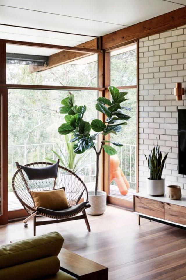 salon sejour vintage exemple style mid century modern bois brique blanche grande baie vitrée