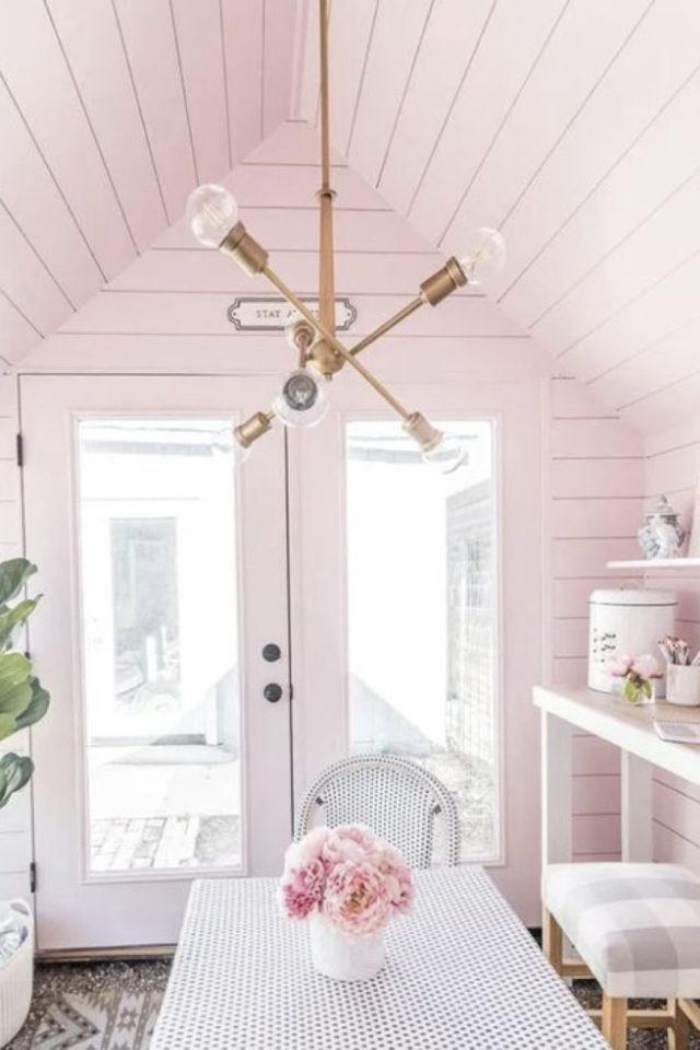 she shed jardin cest quoi exemple aménagement et décoration chalet extérieur couleur rose