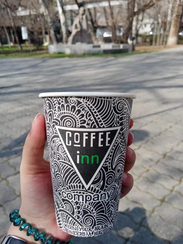slow lifestyle voyage armenie café à emporter à boire dans un parc