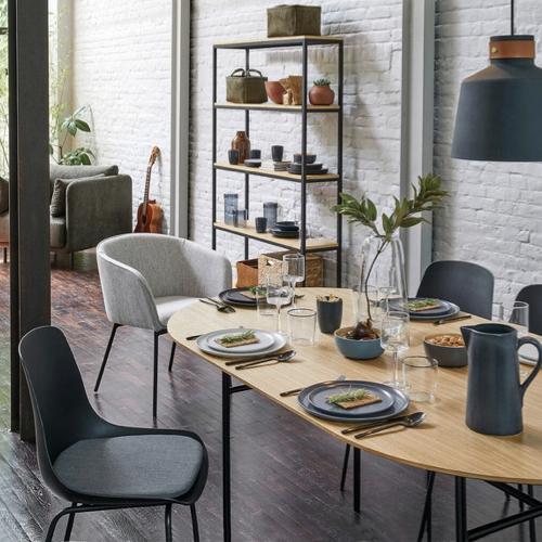 table salle a manger moderne forme ovale plateau bois piètement métal noir