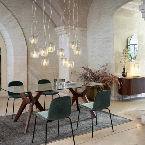 table salle a manger moderne design plateau en verre piètement en bois original 6 couverts