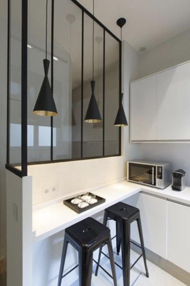verriere moderne petite cuisine exemple espace repas contre soubassement tablette