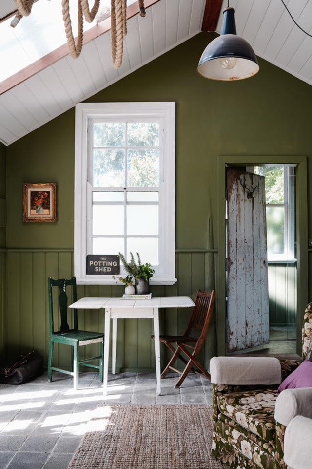 abri jardin amenage exemple décoration pratique espace extérieur dépendance