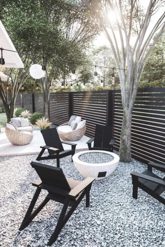 brasero exemple amenagement jardin petite exterieur sol gravier transat