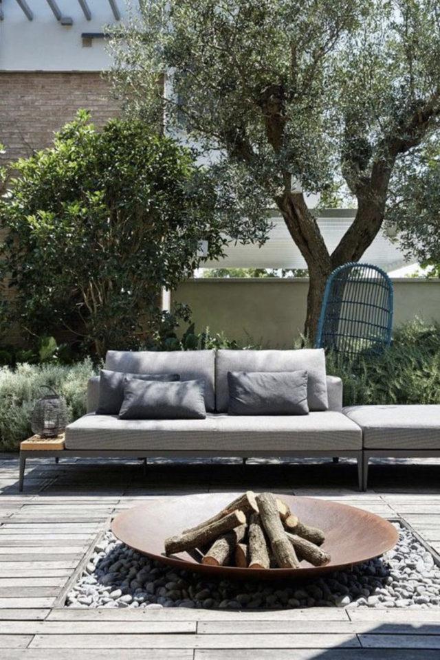 brasero exemple amenagement jardin banquette de jardin terrasse tranquille détente été