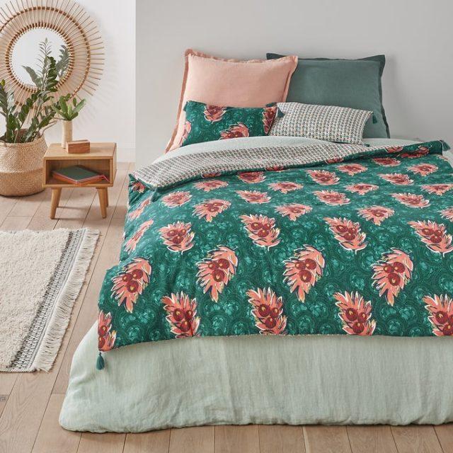 chambre couleur accessoire exemple édredon couvre lit motif rose bleu