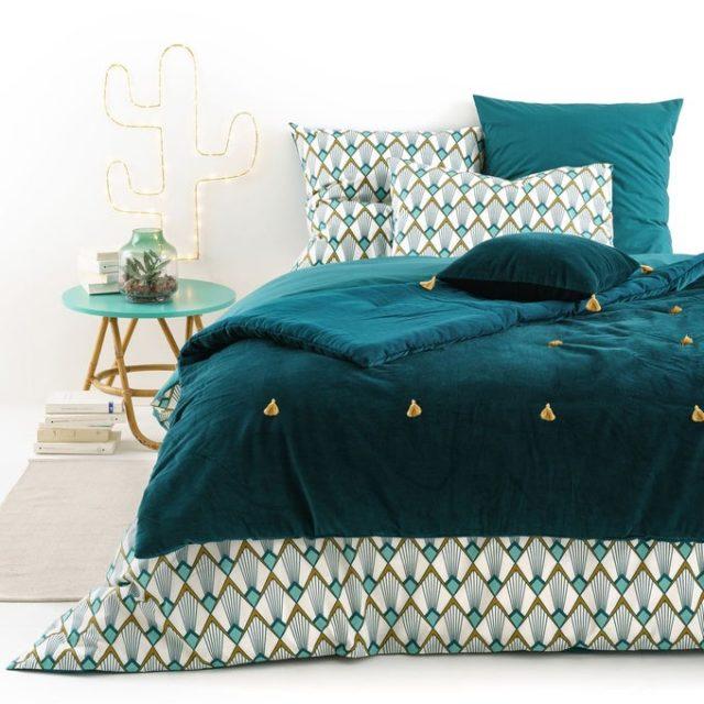 chambre couleur accessoire exemple couvre-lit édredon velours bleu canard